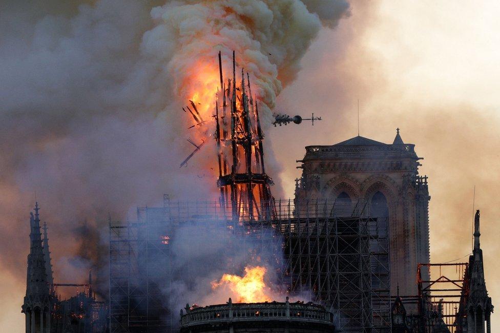 Zvonik u plamenu