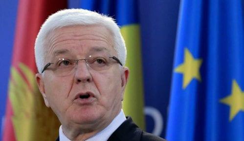 Crnogorski premijer poručio policiji da ne primenjuje silu prema narodu i sveštenicima 8