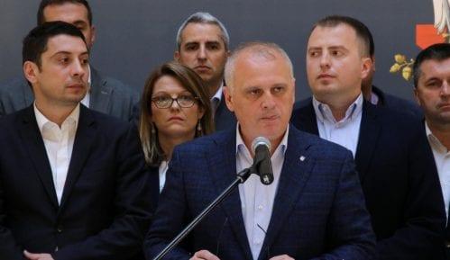 """Naprednjaci sinhronizovano """"štite"""" skupštine u gradovima širom Srbije 2"""
