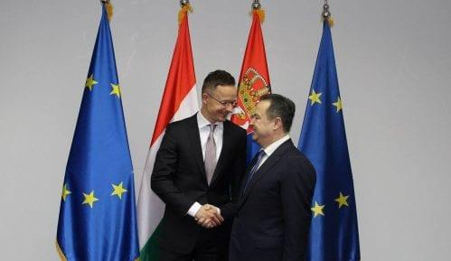 Dačić i Sijarto izrazili zadovoljstvo razvojem bilateralnih odnosa 12