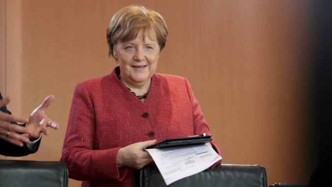 Merkel: EU voljna da pronađe praktično rešenje za pitanje granice dve Irske 1