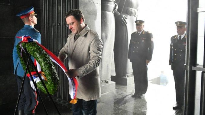 Selaković položio venac na Spomenik Neznanom junaku 2