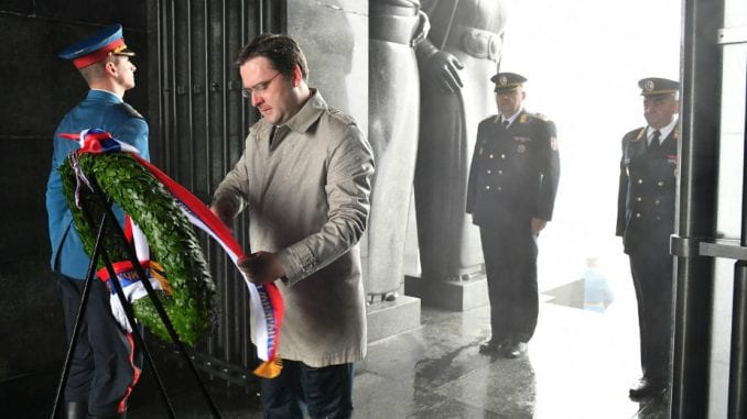 Selaković položio venac na Spomenik Neznanom junaku 3