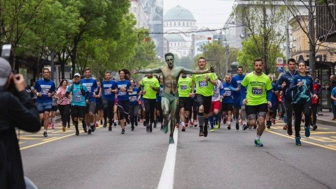 Ko je momak o kome su svi pričali na maratonu (FOTO) 1