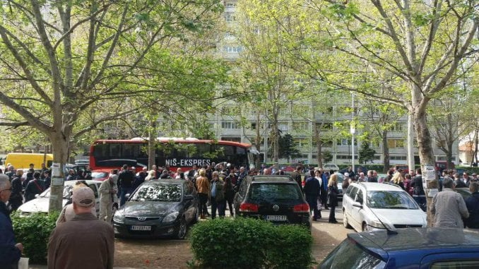 Više od sto autobusa odvezlo niške naprednjake na miting SNS u Beogradu 4
