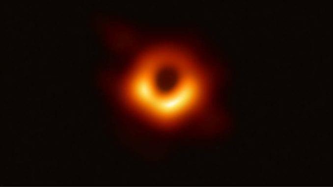 Pogled u centar galaksije M87 1
