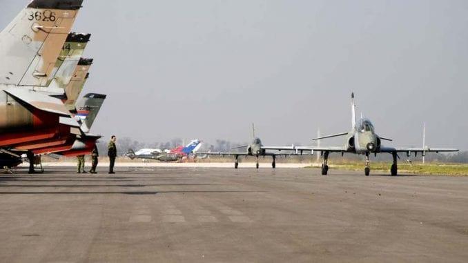 Sputnjik: Ruski avioni počeli da sleću na aerodrom u Batajnici 1
