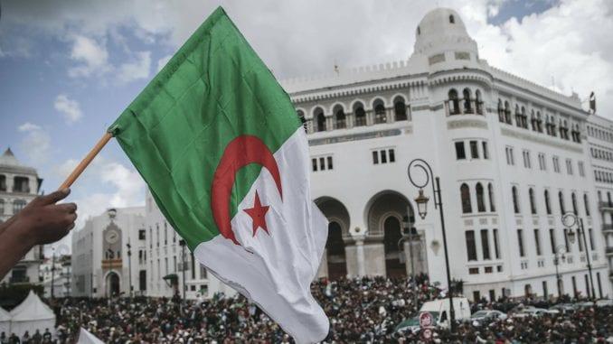 U Alžiru počeli predsednički izbori, očekuje se slab odziv 1