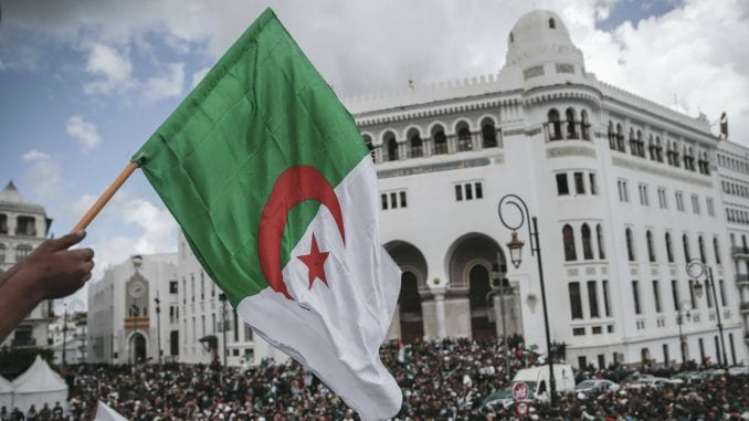 U Alžiru počeli predsednički izbori, očekuje se slab odziv 3