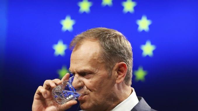 Tusk: EU će uzvratiti ako SAD uvedu porez na francusko vino 1