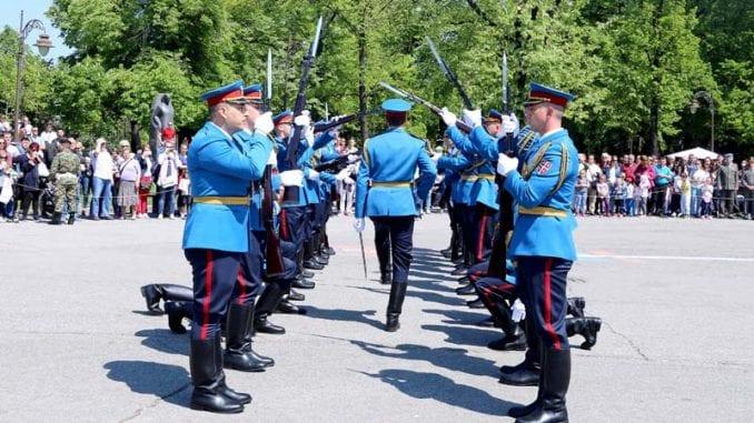 Promenadni defile orkestra i egzercir pripadnika Garde, povodom Dana vojske 3