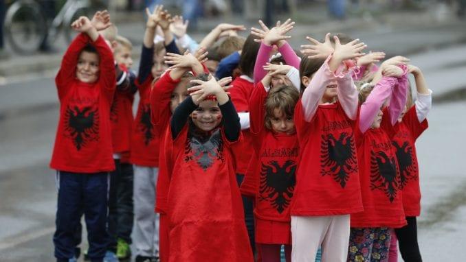 """Ruke u obliku dvoglavog orla nisu simbol """"velike Albanije"""", niti provokacija 2"""