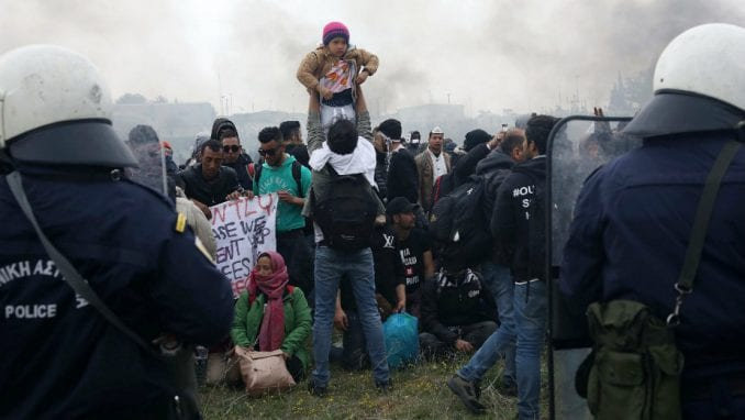 Grčka priprema plutajuće barijere protiv migranata 1