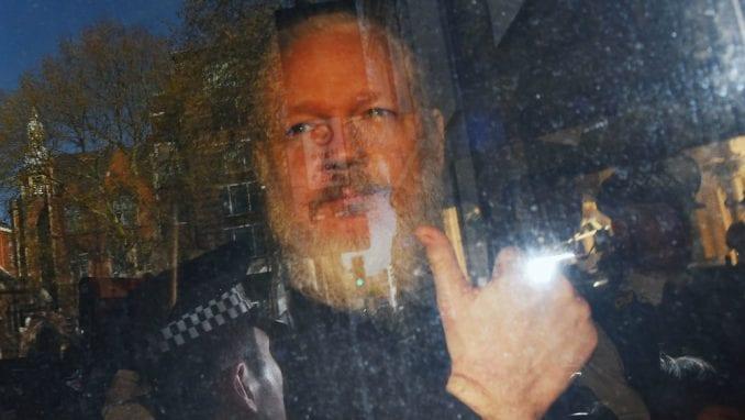Vikiliks: Sud u Londonu odložio saslušanje o zahtevu SAD za izručenje Asanža 4