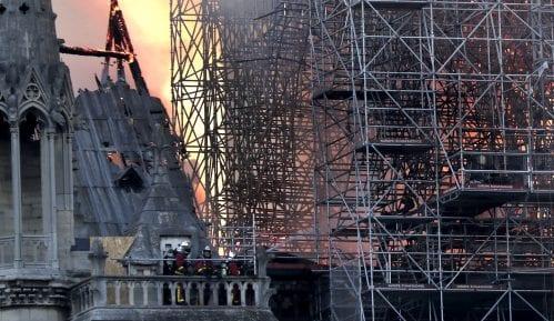 U Notr Damu danas održana prva misa posle požara 11