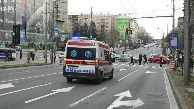 Hitna pomoć: Muškarac povređen nožem, četiri osobe lakše povređene u nesrećama u Beogradu 3