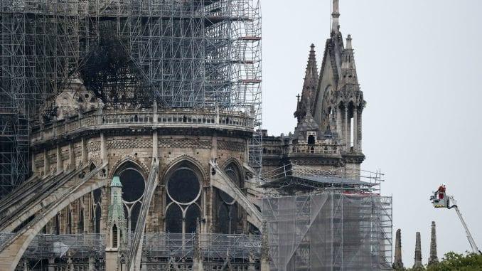 Pariska katedrala Notr Dam i dalje u opasnosti 3