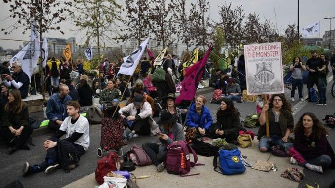 U Londonu uhapšeno više od 200 demonstranata protiv klimatskih promena 1