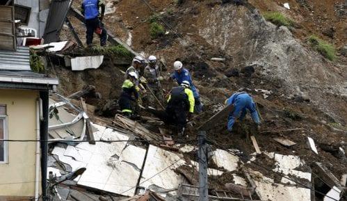 Devetoro poginulih u poplavama i klizištima u Japanu 2