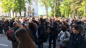 Novinari protestovali ispred Tužilaštva za visokotehnološki kriminal (VIDEO) 2