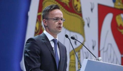 """Vučić """"pumpa"""" imidž i uz pomoć stranaca 10"""