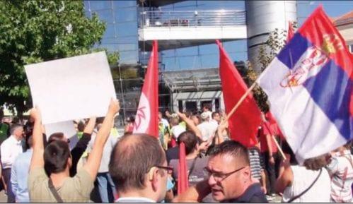 Zaposleni uplašeni, Mitrović provocira demonstrante 3