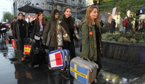 Studenti večeras u protestnoj šetnji ukazali na problem masovnog odlaska mladih 2