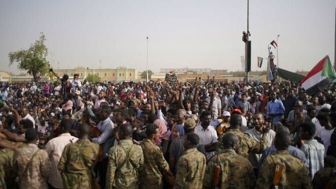 Zbacivanje al-Bašira može ugroziti mirovni sporazum u Južnom Sudanu 1