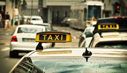 Taksisti u Jagodini jutros su besplatno prevozili penzionere iz kupovine 2