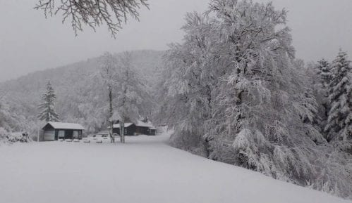 Pola metra snega na Velebitu 12
