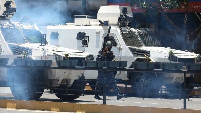 Pokušaj puča u Venecueli, povređeno više od 70 osoba (VIDEO, FOTO) 1