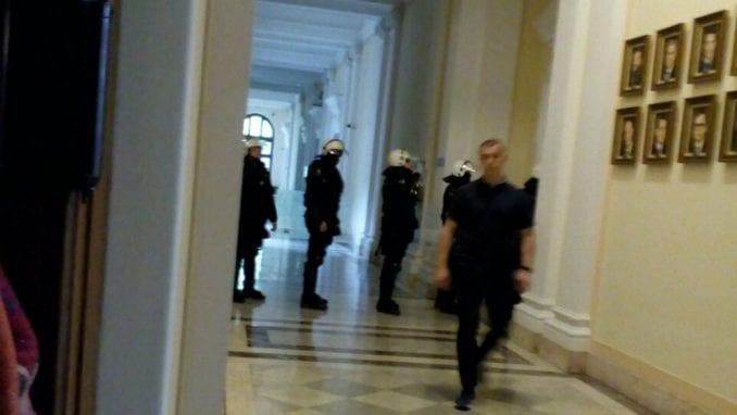MUP demantovao Mariniku Tepić: U Skupštini nije bilo nijednog navijača 1