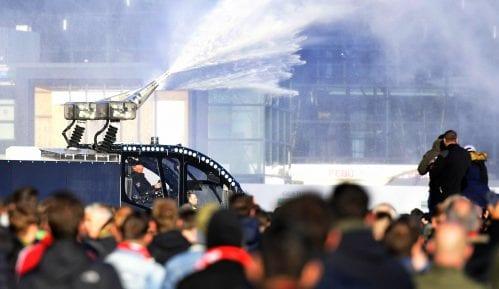 Vodeni top korišćen ispred Ajaksovog stadiona 15