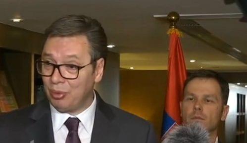 Vučić: Ne smeta mi protest ispred predsedništva, prošao sam i mahnuo im 10