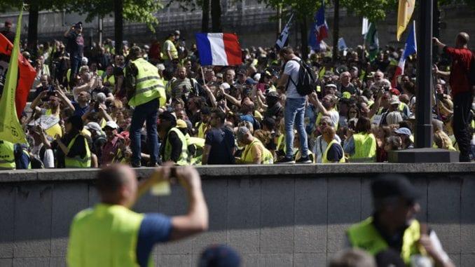 Više od 250 uhapšenih u Parizu na protestu Žutih prsluka 1
