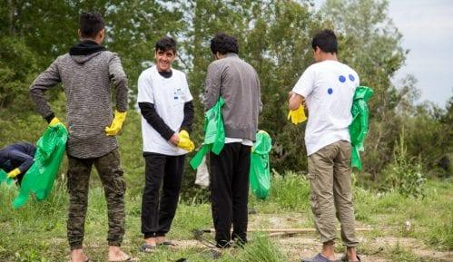 Migranti čistili smeće u Krnjači sa lokalnim stanovništvom 12