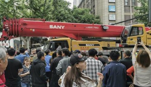 Najmanje 10 osoba zarobljeno u urušenoj zgradi u Šangaju 7