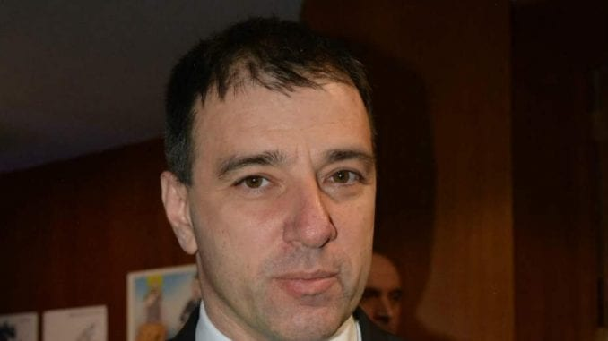 Paunović: Preklapanje interesa SNS i profesionalnih poslanika DS 1