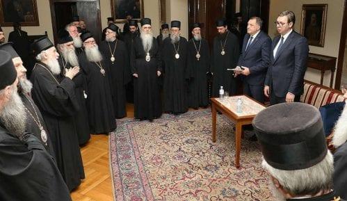 Vučić ponovo podelio vladike 3