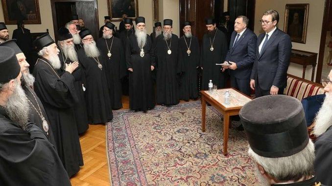 Vučić ponovo podelio vladike 1
