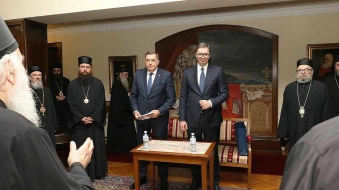 Deo vladika protiv Vučićevog pokušaja stvaranja partijske Crkve 1