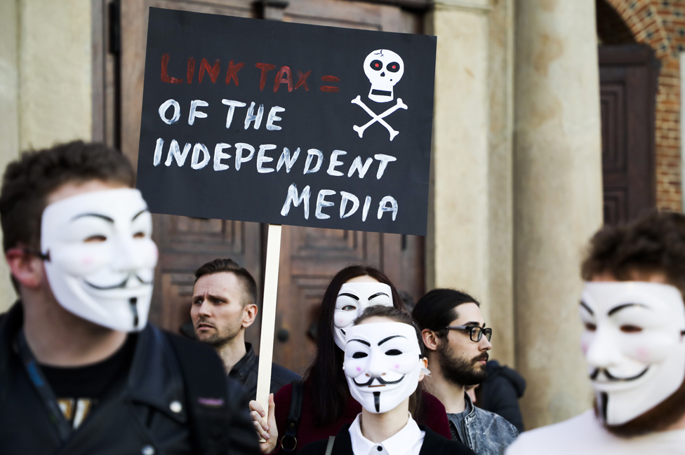 Mnogi aktivisti borbe za slobodu interneta, poput ovih u Poljskoj, usprotivili su se zakonu