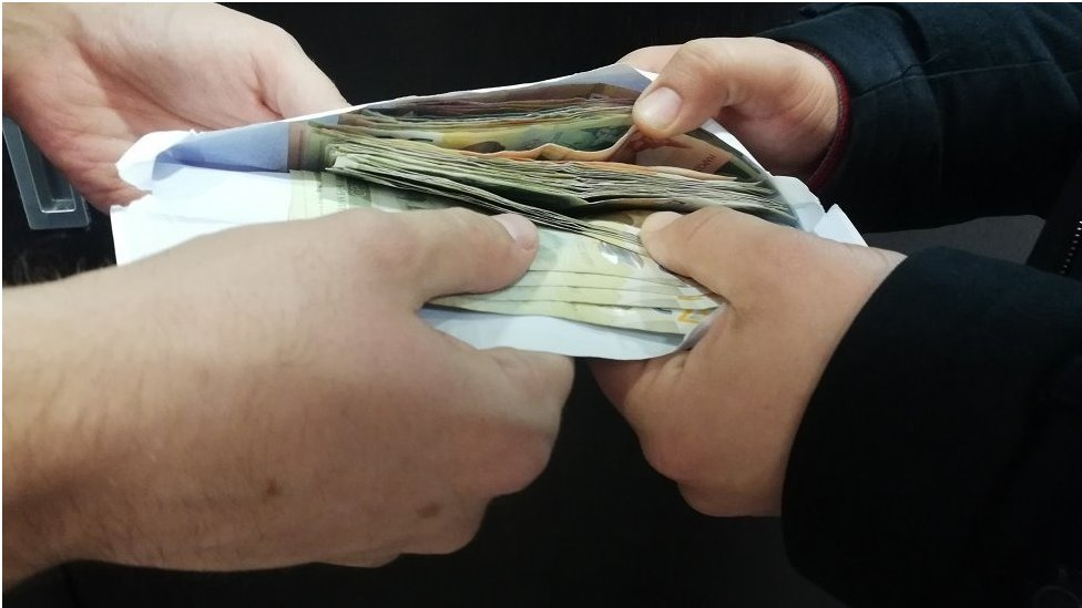 novac u koverti, mito
