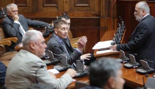 Naprednjaci u Skupštini: Danas je prestao da bude novina, postao je politički pamflet 10
