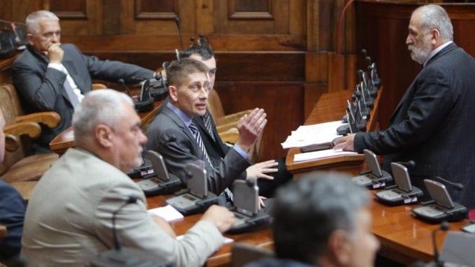 Poslanici SNS podneli Skupštini predlog izmene zakona za spuštanje cenzusa 3