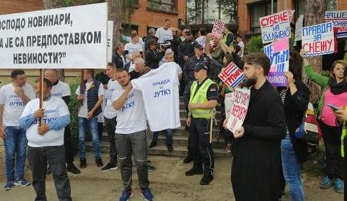 Brus: Transparenti podrške za Jutku i Mariju Lukić pred sudom (VIDEO, FOTO) 5