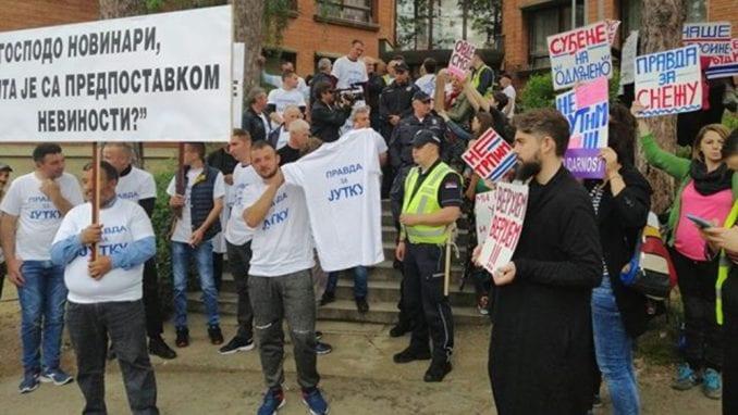 Brus: Transparenti podrške za Jutku i Mariju Lukić pred sudom (VIDEO, FOTO) 3