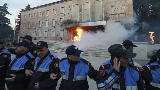 Albanska opozicija nastavlja proteste 2