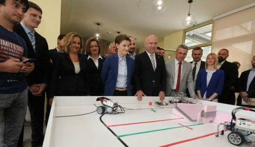 Ana Brnabić: Vlada će pomoći poljoprivrednicima, nabavka aviona je državna tajna 6