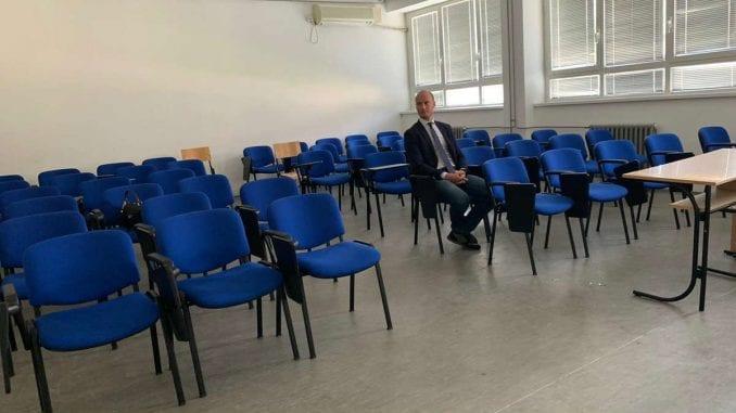 Balša Božović na predavanju Aleksandra Martinovića u Ćupriji, učionica prazna 3